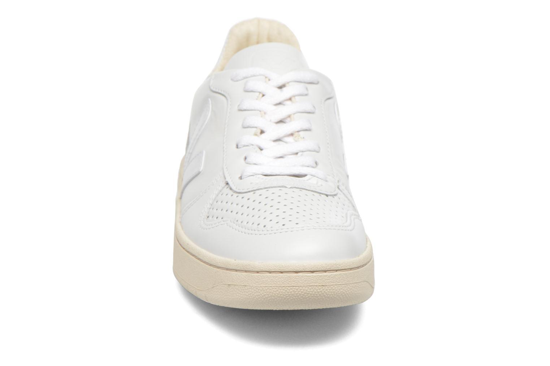 Sneakers Veja V-10 W Bianco modello indossato
