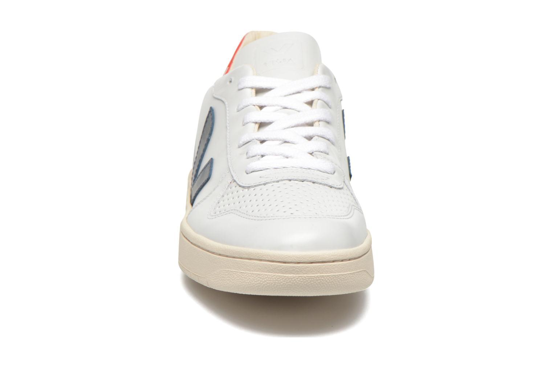 Baskets Veja V-10 Blanc vue portées chaussures