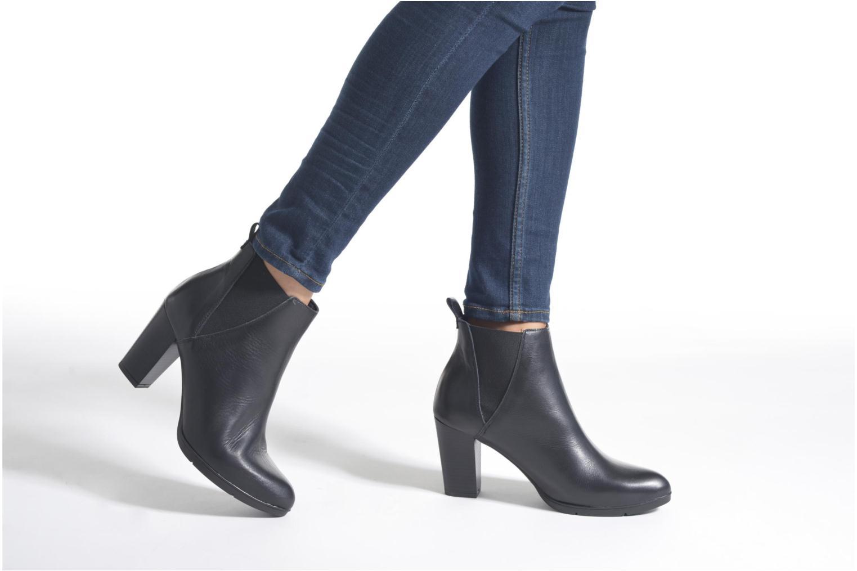 Ankle boots Karston UBAK *Veau NOIR ~1ere.CUIR Black view from underneath / model view