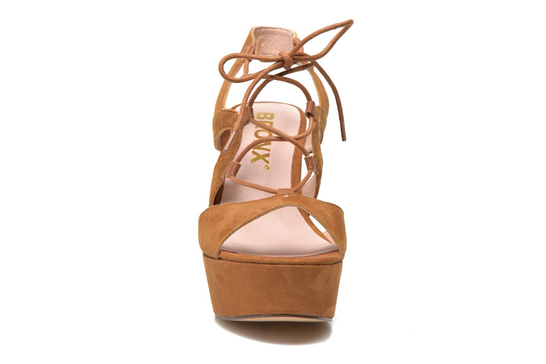 Sandales et nu-pieds Bronx Jada Marron vue portées chaussures