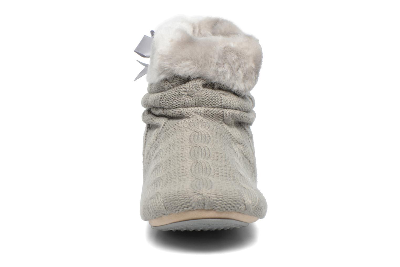 Chaussons Isotoner Botillon maille et fourrure Gris vue portées chaussures
