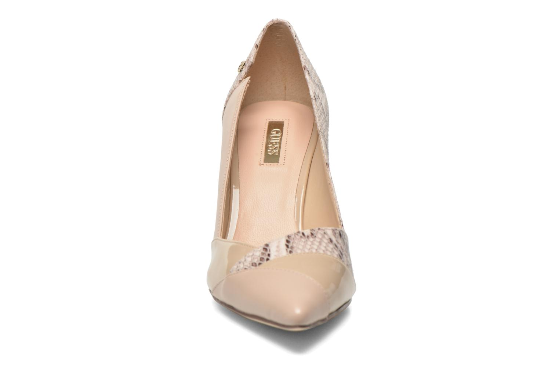 Escarpins Guess Ela3 Beige vue portées chaussures