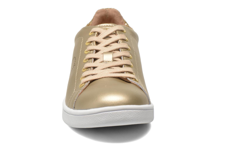 Baskets Guess Super 2 Or et bronze vue portées chaussures