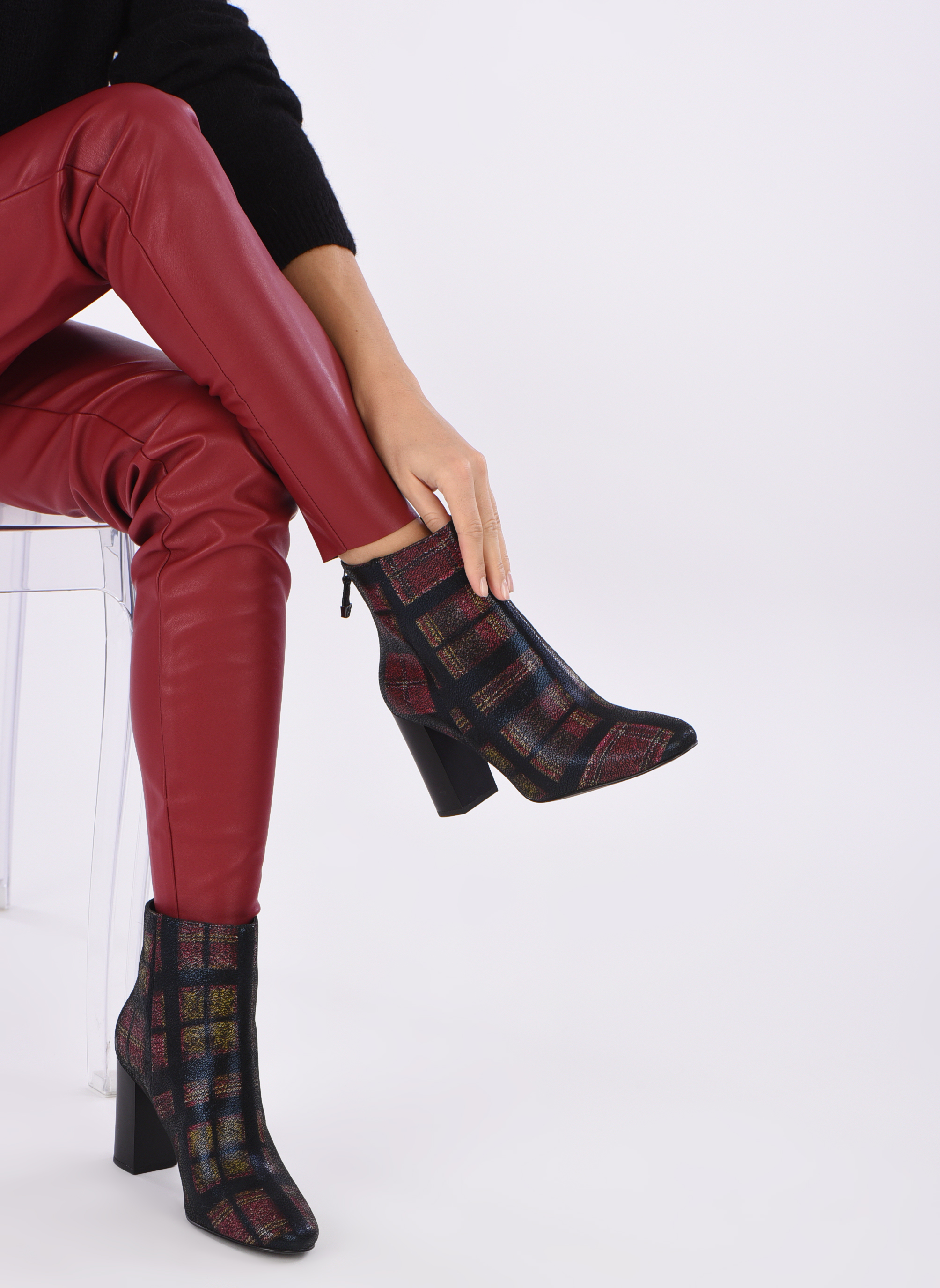 Ankle boots What For Zille Black view from underneath / model view