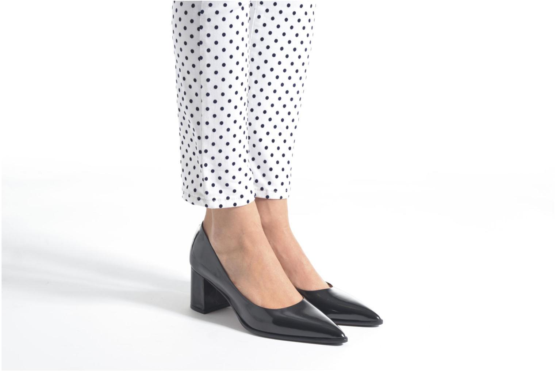 High heels Elizabeth Stuart Adagio 308 Black view from underneath / model view