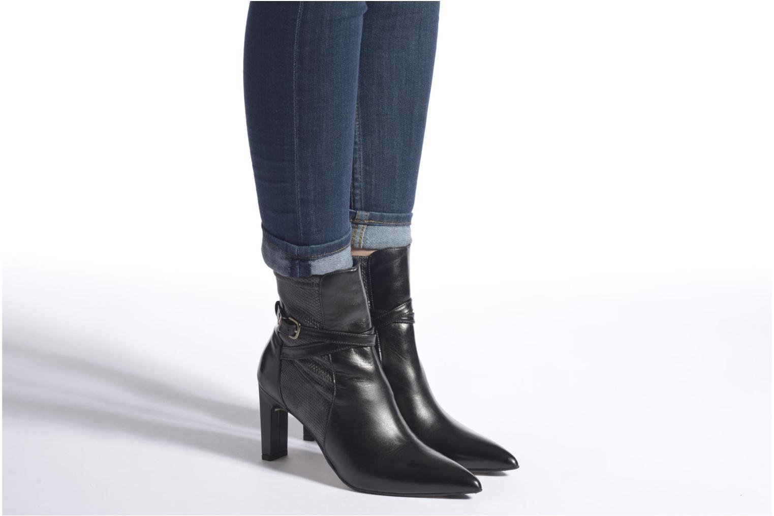 Ankle boots Elizabeth Stuart Brook 529 Black view from underneath / model view