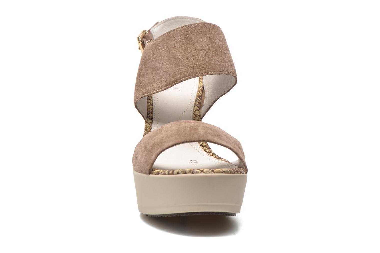 Sandales et nu-pieds Stonefly Saint Tropez 7 Velour Beige vue portées chaussures