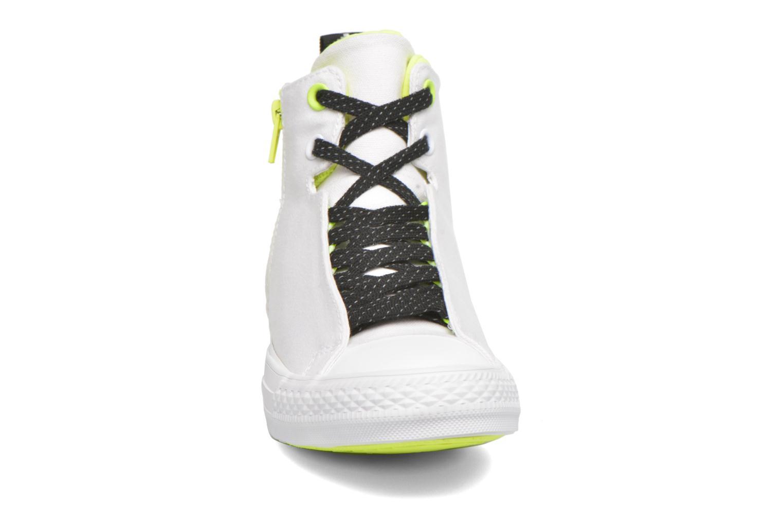 Sneakers Converse Ctas Selene Shield Canvas Mid Bianco modello indossato