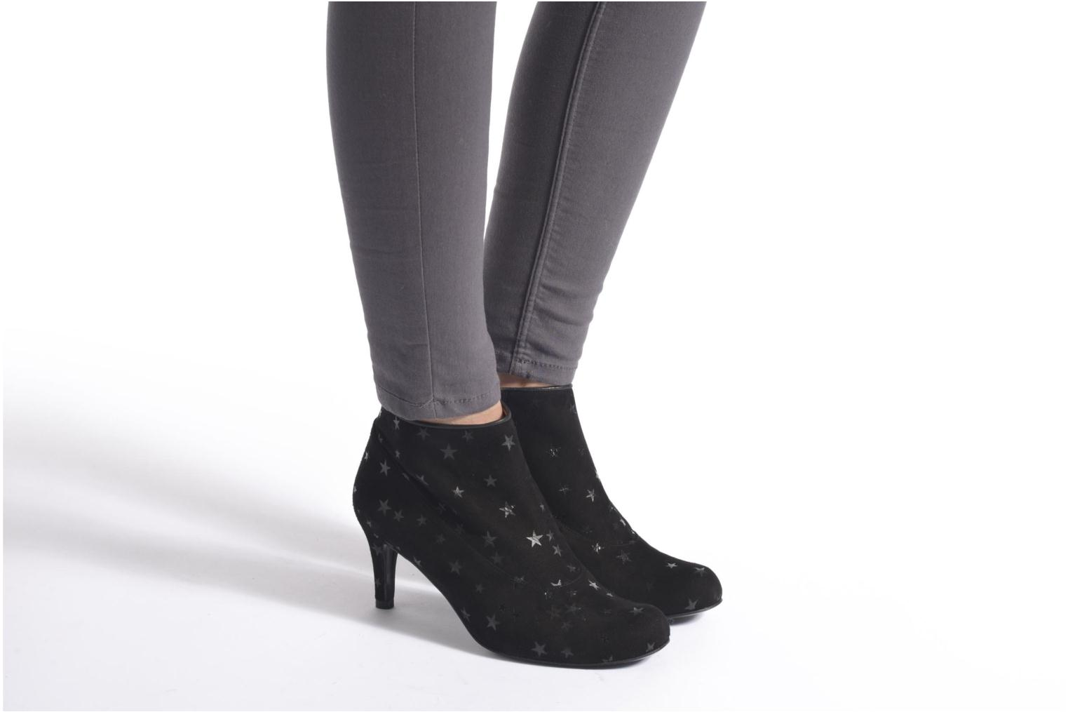 Ankle boots Annabel Winship Snoopdog Black view from underneath / model view