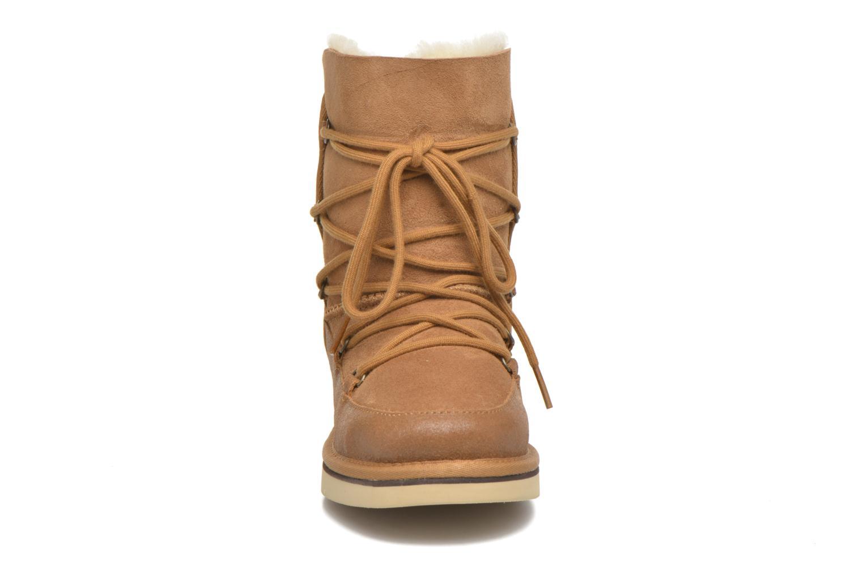 Bottes UGG Eliss Beige vue portées chaussures