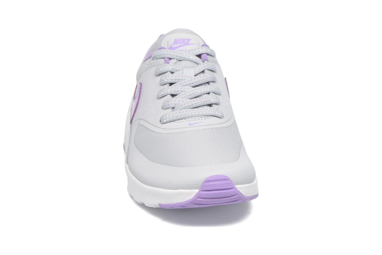 Baskets Nike Nike Air Max Thea Se (Gs) Gris vue portées chaussures
