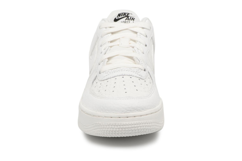 Baskets Nike Air Force 1 Lv8 (Gs) Blanc vue portées chaussures