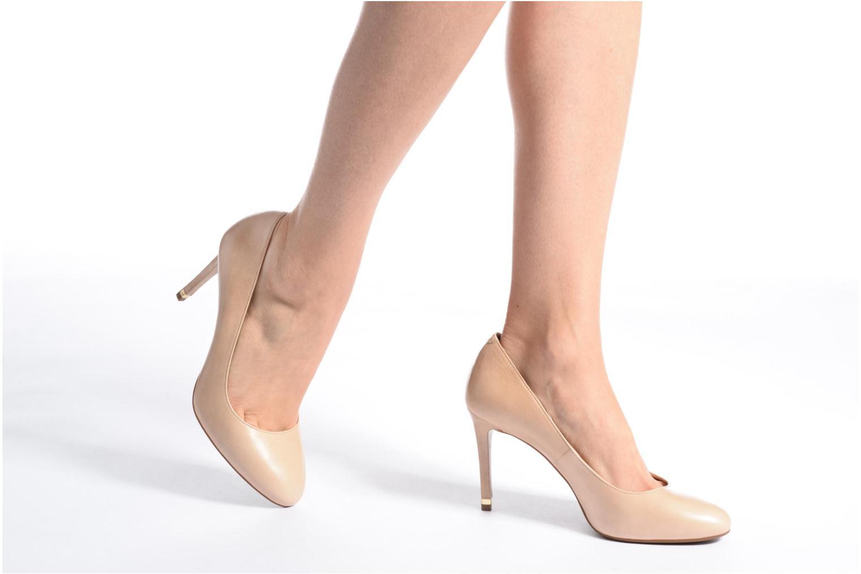 High heels Michael Michael Kors Ashby Flex Pump Beige view from underneath / model view