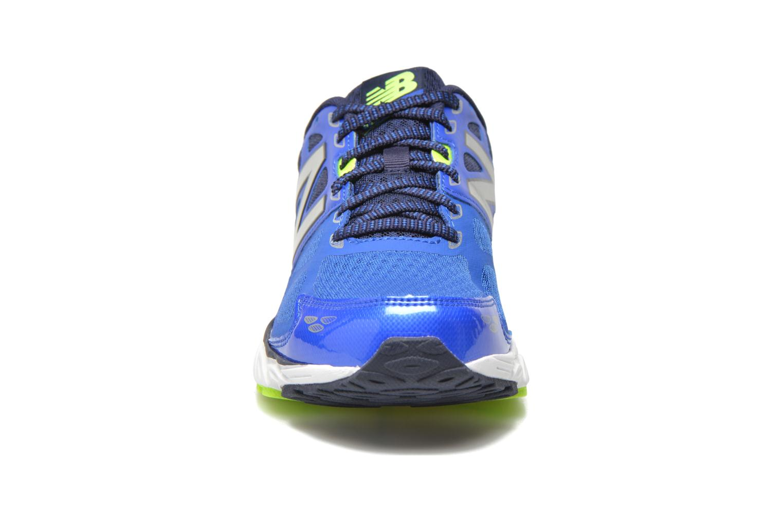 Chaussures de sport New Balance M680 D V3 Bleu vue portées chaussures