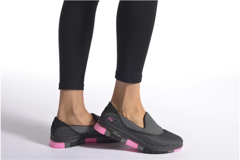 Sportschuhe Skechers Go flex - Extend schwarz ansicht von unten / tasche getragen