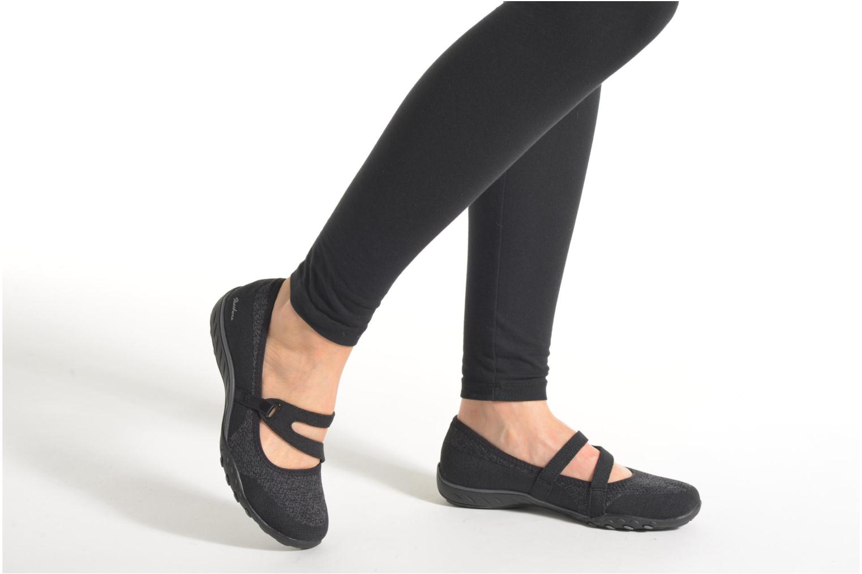 Ballerinas Skechers Breathe-Easy - Lucky schwarz ansicht von unten / tasche getragen