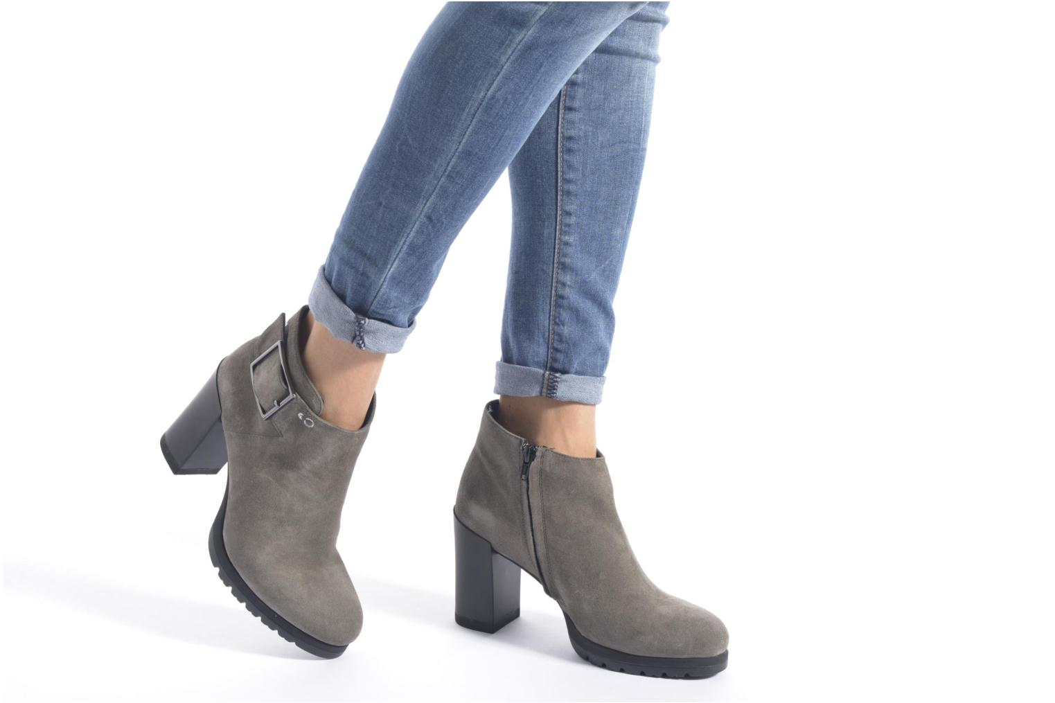 Ankle boots Stonefly Over 3 Grey view from underneath / model view