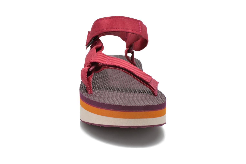 Sandali e scarpe aperte Teva Flatform Universal Retro Rosa modello indossato
