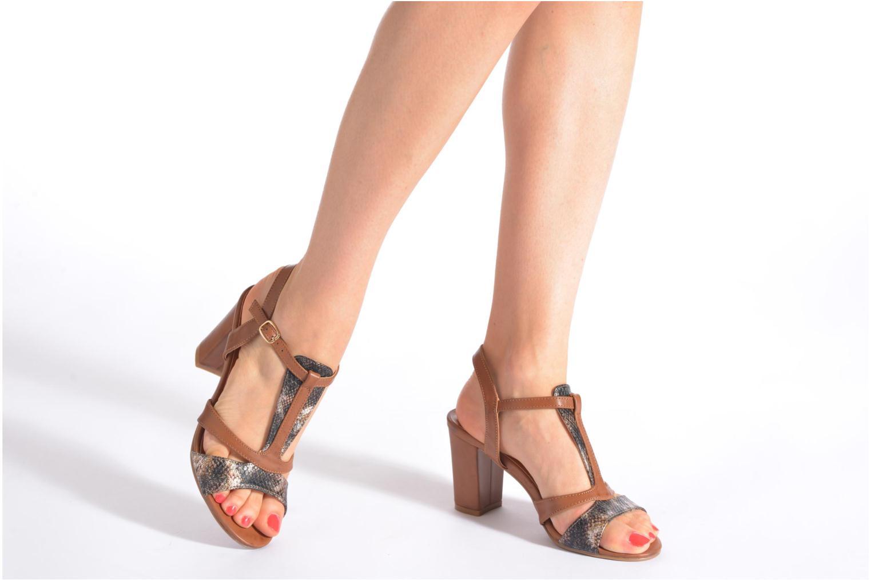 Sandales et nu-pieds Divine Factory Yolina Noir vue bas / vue portée sac