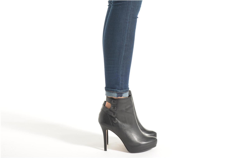 Bottines et boots Buffalo Frida Noir vue bas / vue portée sac