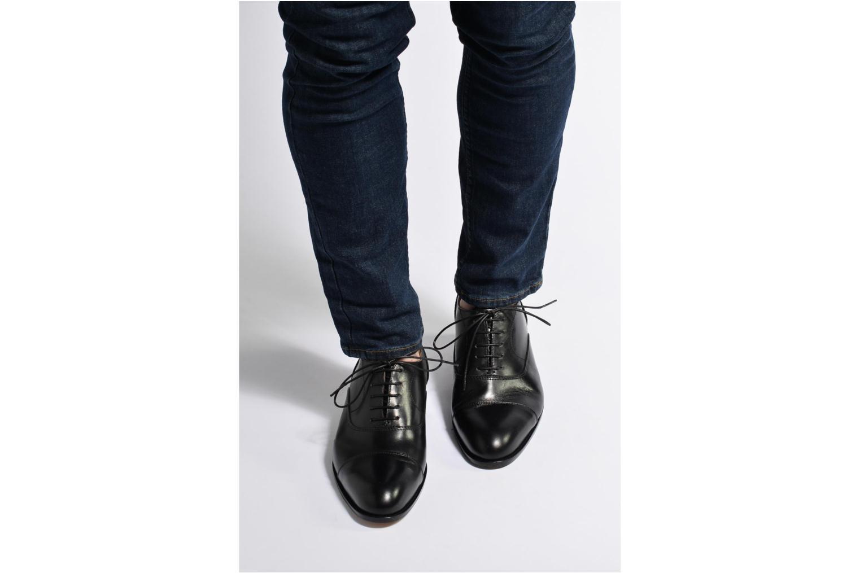 Schnürschuhe Marvin&Co Nympsfield schwarz ansicht von unten / tasche getragen