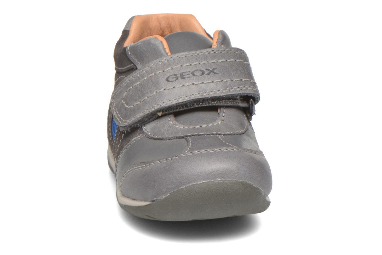 Chaussures à scratch Geox B Each Boy B540BD Gris vue portées chaussures