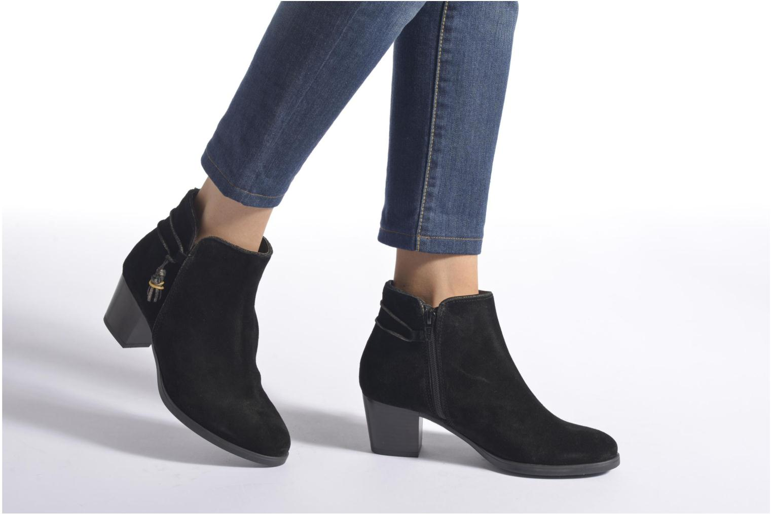 Ankle boots André Mistinguette Black view from underneath / model view
