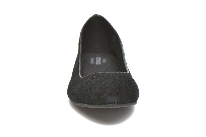 Bailarinas Crocs Crocs Lina Suede Flat Negro vista del modelo