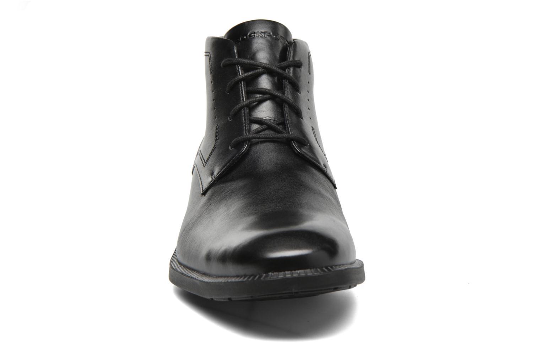 Scarpe con lacci Rockport DP Modern Chukka Nero modello indossato