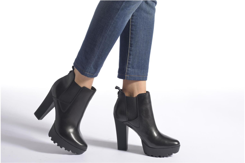Stiefeletten & Boots Guess Marelle schwarz ansicht von unten / tasche getragen