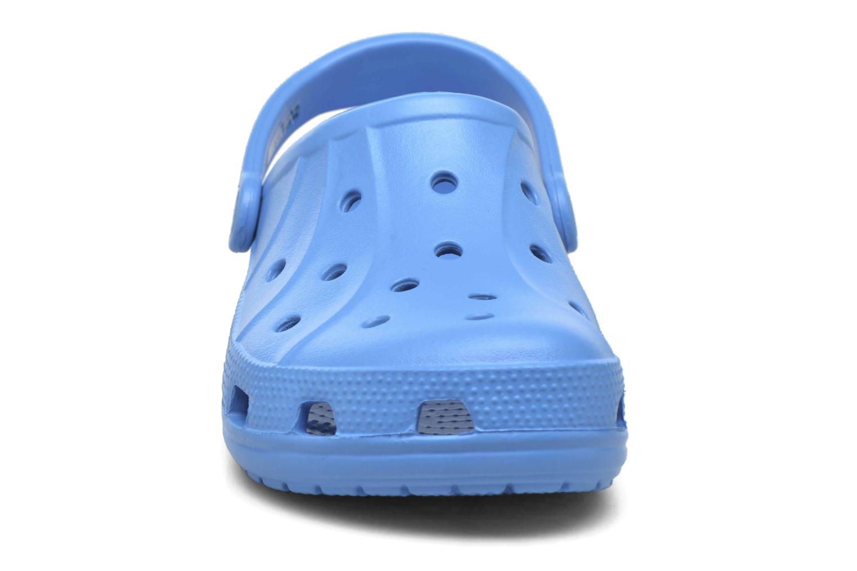 Mules et sabots Crocs Ralen Clog w Bleu vue portées chaussures