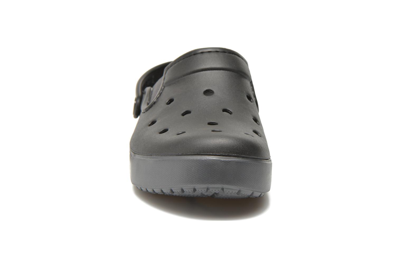 Zoccoli Crocs CitiLane Clog F Nero modello indossato