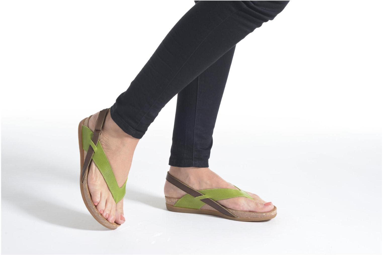 Sandales et nu-pieds El Naturalista Zumaia NF40 Noir vue bas / vue portée sac
