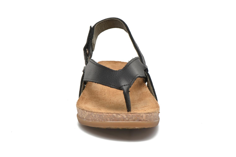Sandales et nu-pieds El Naturalista Zumaia NF40 Noir vue portées chaussures