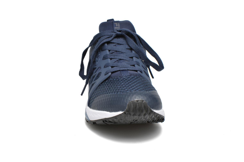 Baskets FILA Striker Low Bleu vue portées chaussures