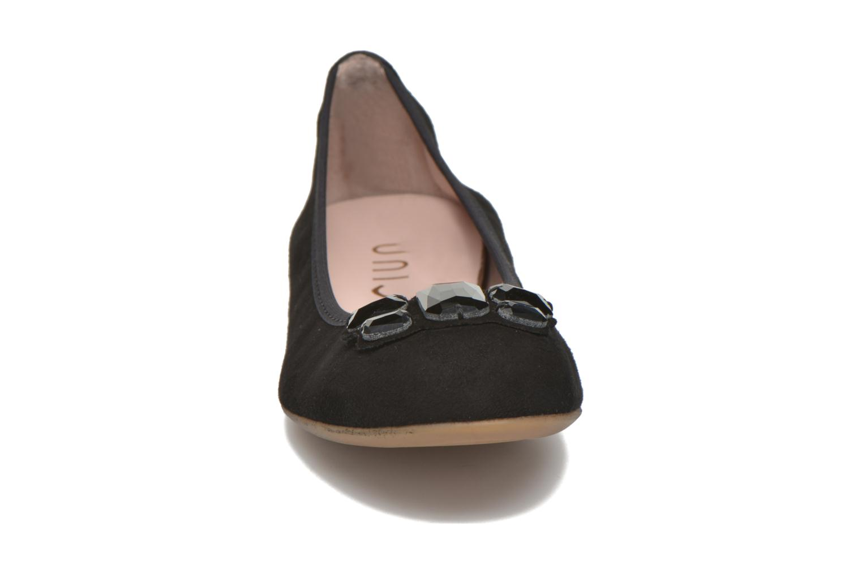 Ballerines Unisa Anti Noir vue portées chaussures