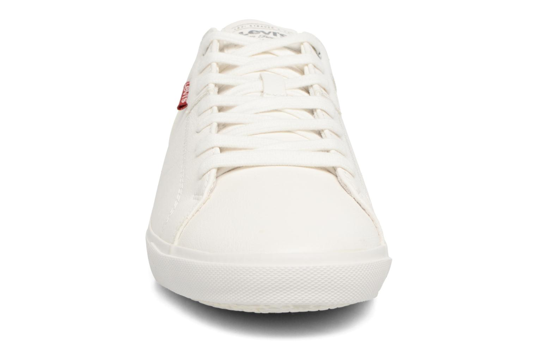 Sneakers Levi's Woods Bianco modello indossato
