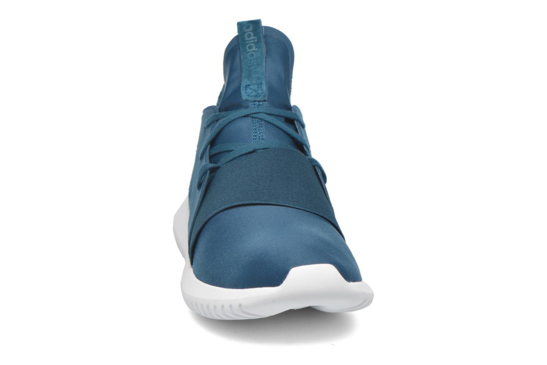Baskets Adidas Originals Tubular Defiant W Bleu vue portées chaussures