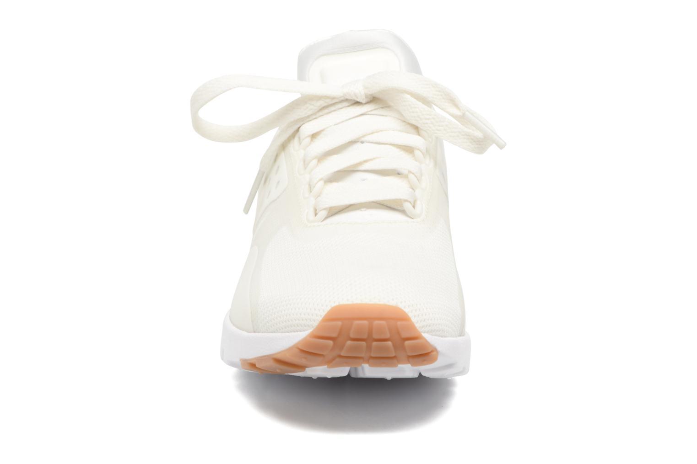 Deportivas Nike W Air Max Zero Blanco vista del modelo