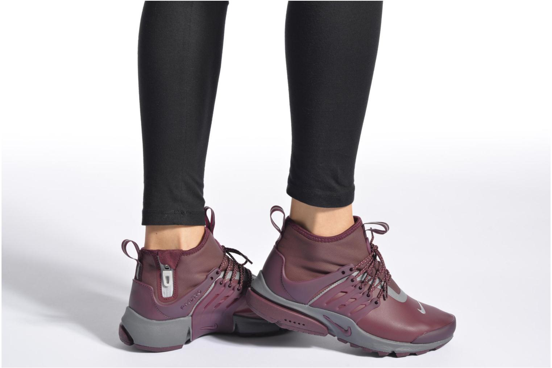 Sneaker Nike W Air Presto Mid Utility weinrot ansicht von unten / tasche getragen