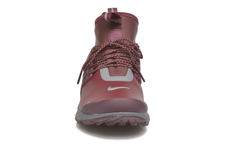 Baskets Nike W Air Presto Mid Utility Bordeaux vue portées chaussures