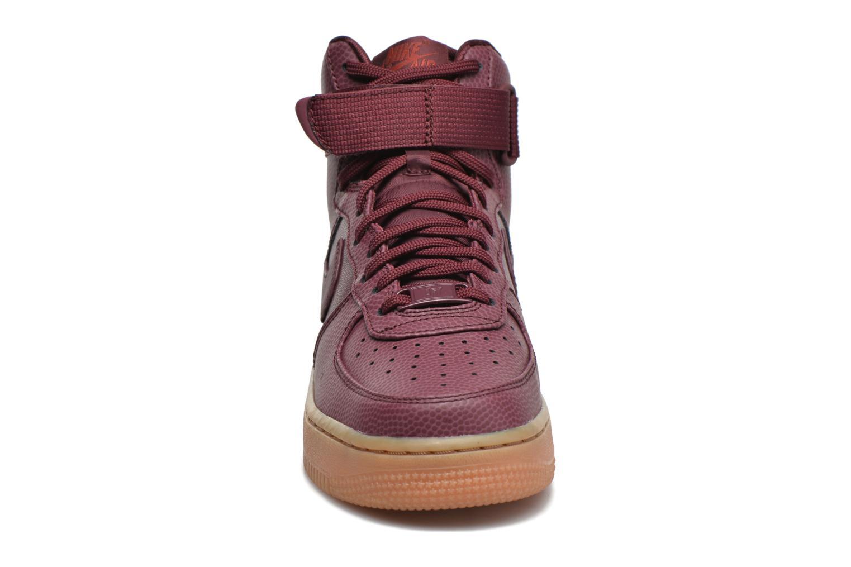 Baskets Nike Wmns Air Force 1 Hi Se Bordeaux vue portées chaussures