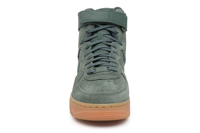 Baskets Nike Wmns Air Force 1 Hi Se Vert vue portées chaussures
