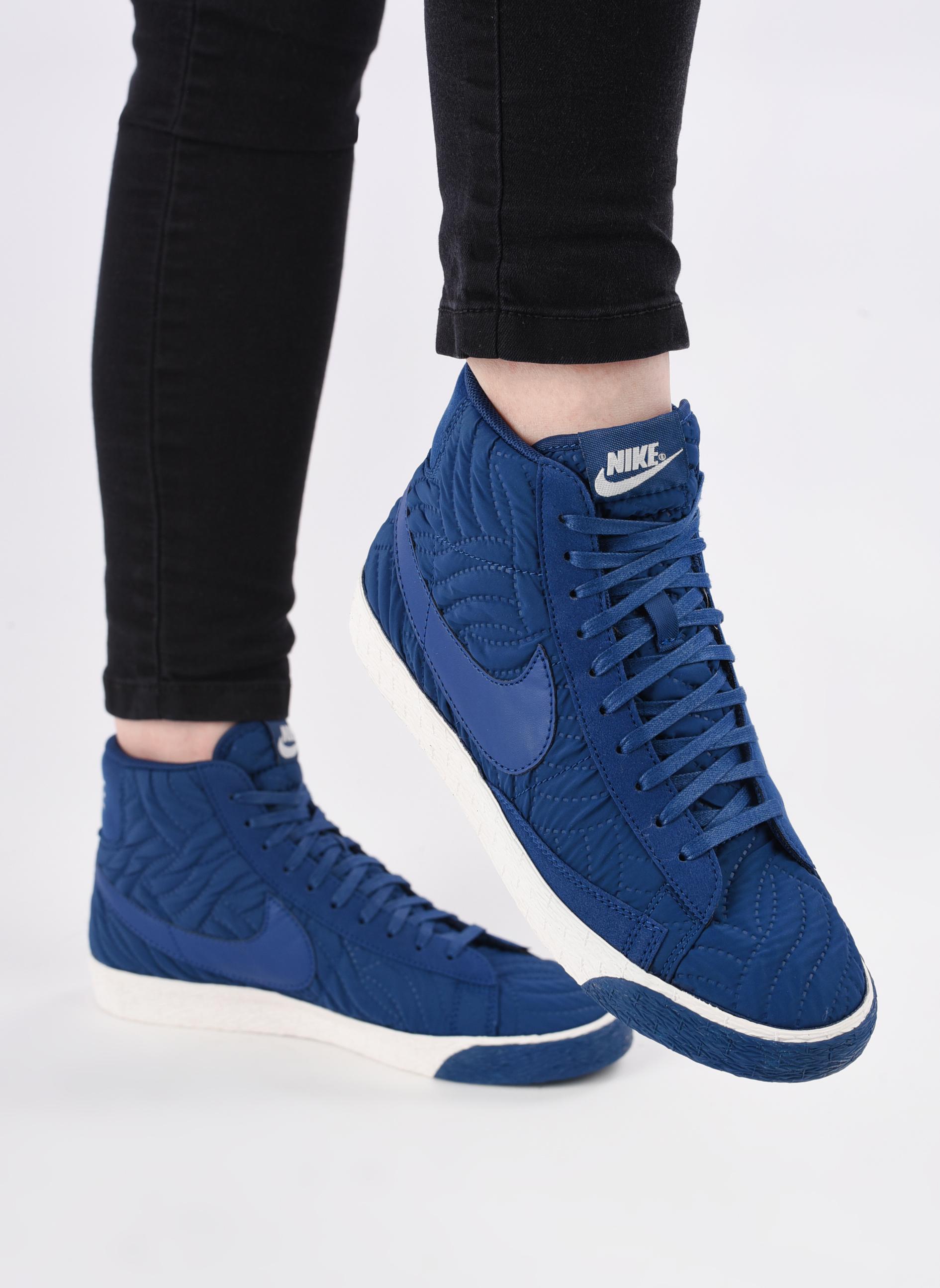 Baskets Nike Wmns Blazer Mid Prm Se Bleu vue bas / vue portée sac