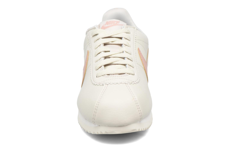 Baskets Nike Wmns Classic Cortez Leather Blanc vue portées chaussures