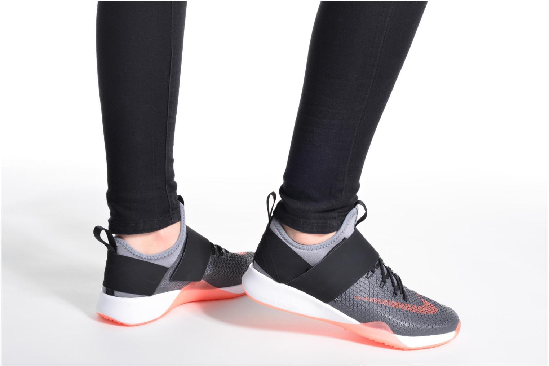Chaussures de sport Nike Wmns Nike Air Zoom Strong Gris vue bas / vue portée sac