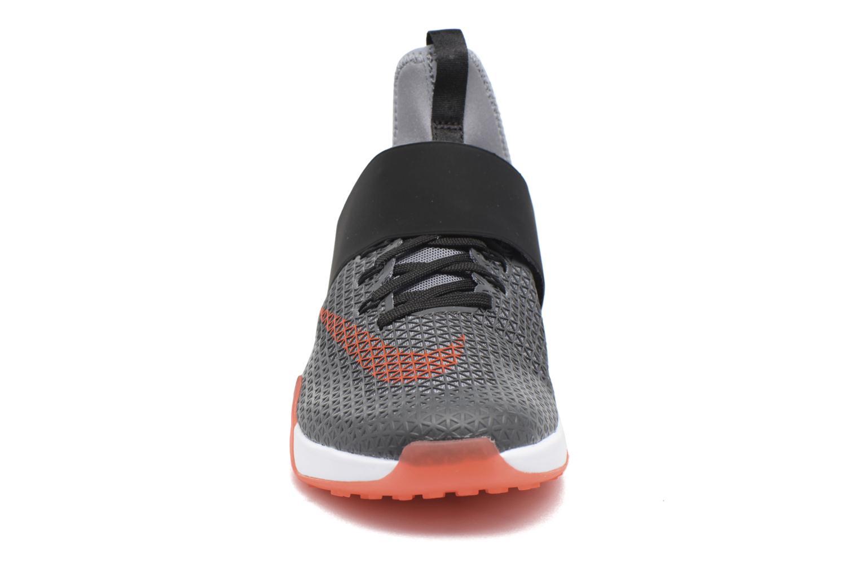 Chaussures de sport Nike Wmns Nike Air Zoom Strong Gris vue portées chaussures