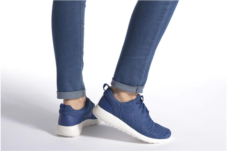 Sneaker Nike Wmns Nike Roshe One Prm blau ansicht von unten / tasche getragen