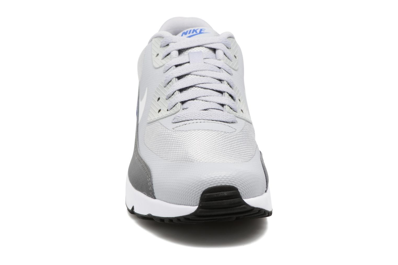 Baskets Nike Air Max 90 Ultra 2.0 Essential Gris vue portées chaussures