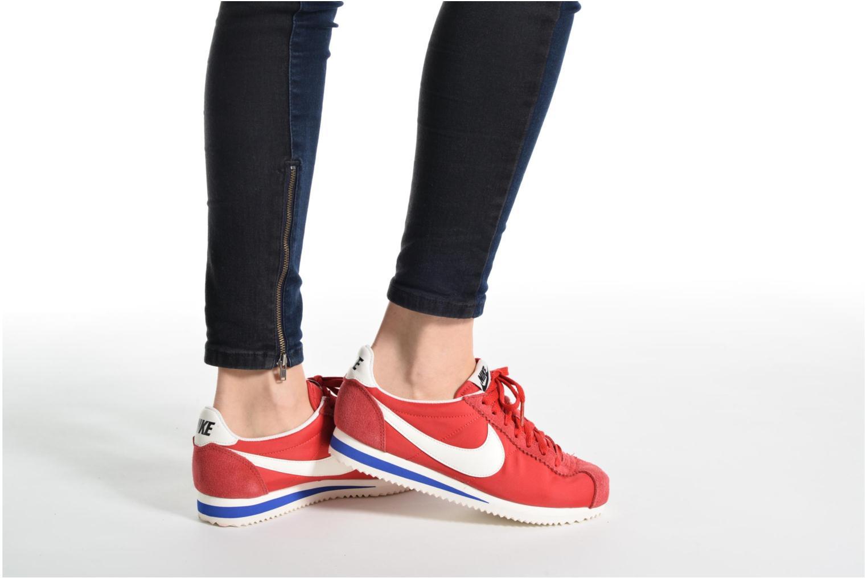 Baskets Nike Wmns Classic Cortez Nylon Prem Rouge vue bas / vue portée sac